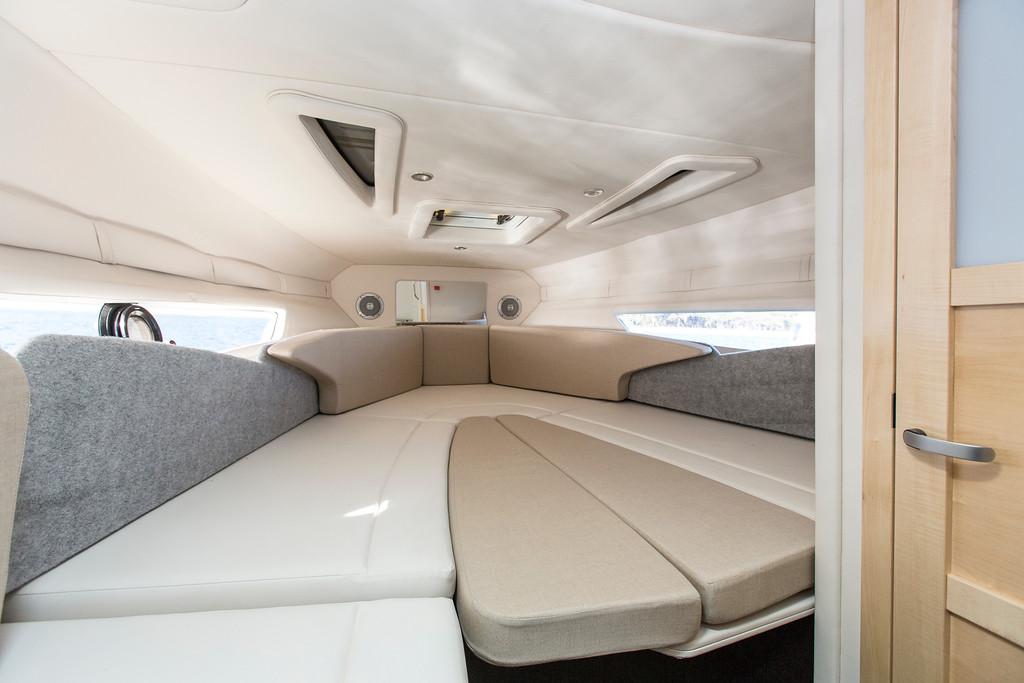 Bayliner Cuddy Ciera 8 Sport cabin
