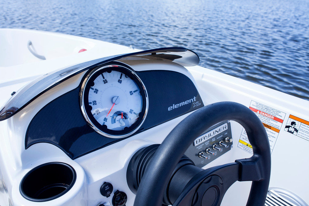 GreenCruzer E-6 Element XL - Bayliner's Electric Boat Models