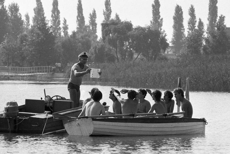 Vízijártassági oktatás a zánkai úttörőtáborban a balatoni motorcsónak-tilalom idején